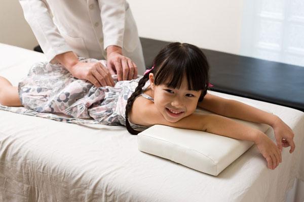 3岁以上小儿尿床(遗尿)的中医推拿解决方法